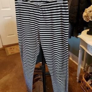 Girls Cat & Jack Blk/Wte stripped leggings sz10/12
